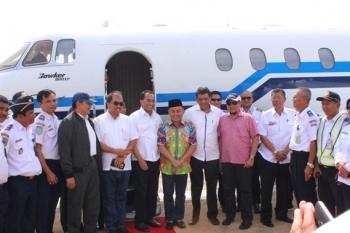 Gubernur Kalteng Sugianto Sabran saat menyambut kedatangan Menteri Perhubungan Budi Karya Sumardi, beberapa waktu lalu.