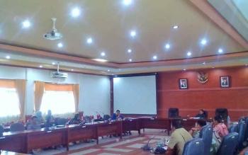 Rapat Dengar Pendapat DPRD Kabupaten Kapuas dengan anggota Kelompok Tani Dayak Misik, Desa Bajuh, Kecamatan Kapuas Tengah, Kabupaten Kapuas, Senin (10/4/2017)
