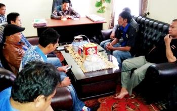Bupati Barito Utara, Nadalsyah saat bersama dengan wartawan