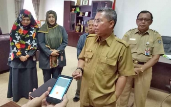 Bupati Seruyan Sudarsono memberikan keterangan seputar Pilkada Seruyan 2018, Senin (10/4/2017).