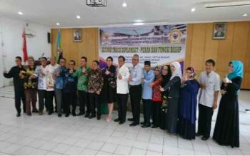 Badan Kerja Sama Antar Parlemen (BKSAP) DPR RI dengan civitas akademika Universitas Lambung Mangkurat (ULM) Banjarmasin, Kalimantan Selatan, di ruang Supardi, Senin (10/4/2017).