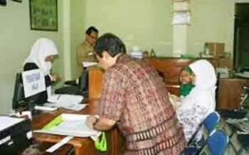 Pendaftar ibadah haji pada tahun 2016 lalu di kantor kemenag kobar. ( ilustrasi)