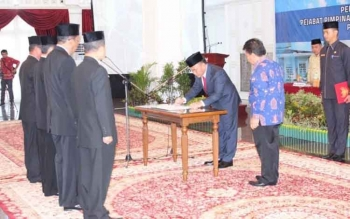 Gubernur Kalteng Sugianto Sabran saat melakukan pelantikan terhadap pejabat Pemprov bulan lalu di Istana Isen Mulang. Hari ini Gubernur dijadwalkan melantik dua kepala Perwakilan di Kantor Gubernur