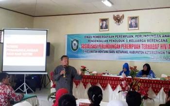 Dinas PPPAPP dan KB Kabupaten Kotim menggalakan kegiatan sosialisasi perlindungan perempuan terhadap HIV /AIDS di Kecamatan Ketapang, Kamis (13/4/2017)