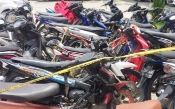 Motor hasil tilang dibiarkan terbengkalai di halaman kantor Direktorat Lalu Lintas Polda Kalteng.