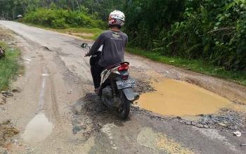 Salah satu titik yang rusak parah di Jalan Damang Gaman, Kuala Kurun, Kabupaten Gunung Mas.