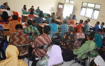 Para kepala sekolah dan guru SD serta SMP se Kabupaten Barut saat mengikuti sosialisasi di Aula SKB, Kamis (13/4/2017) kemaren.