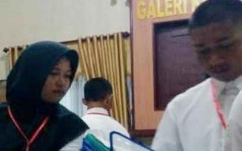 Saat Amos Nugraha, Salah Satu Pendaftar Calon Polri Sedang Mengikuti Pemeriksaan Administratif (Rikmin) Di Mapolres Kapuas, jum\\\\\\\\