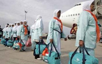 Sejumlah calon jemaah haji bersiap memasuki pesawat, beberapa waktu lalu.