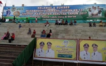 Warga Kecamatan Hanau dan sekitarnya, sejak Sabtu (15/4/2017) sore, sudah mulai mendatangi lokasi panggung utama pelaksanaan Musabaqah Tilawatil Quran (MTQ) tingkat Kabupaten Seruyan KE-XIII tahun 2017.