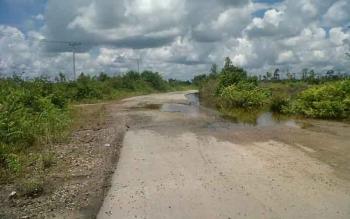 Salah satu titik kerusakan di Jalan Kereng Pangi-Baun Bango sekitar UPT Hiyang Bana Kecamatan Tasik Payawan, Sabtu (15/4/2017)