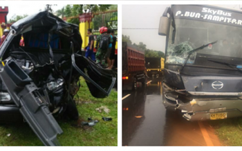 Di sinilah tabrakan antara bus Yessoe dan Pikap terjadi. Nampak Pikap rusak parah begitu juga dengan sopir maupun penumpangnya yang mengalami luka serius.