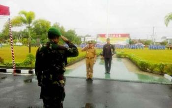 Gubernur Kalteng Sugianto Sabran usai memimpin apel pembentukan Kader Bela Negara di Yonif 631 Antang, Senin (17/4/2017).
