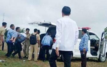 Siswa Pingsan saat Ikuti Apel Kesadaran Nasional di Bawah Guyuran Hujan