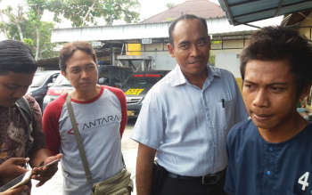 Ahmadil Komar, kanan, pelaku pencurian mobil di Sampit.