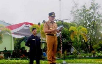 Gubernur Sugianto saat memberikan pidato kepada 129 calon kader bela bangsa yang digodok tiga hari halaman Yonif 631 Antang Palangka Raya