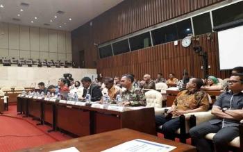 Rapat Dengar Pendapat Umum (RDPU) Komisi IV DPR dengan perusahaan perkebunan, di Gedung Parlemen, Senayan, Jakarta, Senin (17/4/2017).