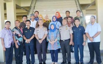 Kapolres Barito Utara, AKBP Tato Pamungkas Suyono beserta jajarannya saat bersama pimpinan dan anggota DPRD Barito Utara.
