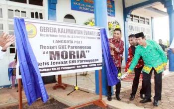 Peresmian Gereja Moria GKE Parenggean oleh Bupati Kotim, Supian Hadi.