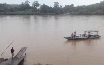 Fery penyeberangan d Desa Muara Untu, Kecamatan Murung, Kabupaten Murung Raya.