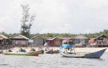 Sejumlah perahu nelayan di pantai Ujung Pandaran.