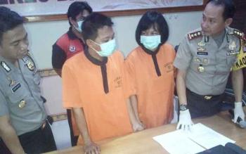 Kapolres Barsel AKBP Yussak Angga bersama tersangka dan barang bukti