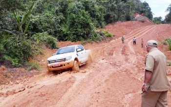 Kondisi jalan penghubung Tumbang Miri, Kecamatan Kahayan Hulu Utara menuju Tumbang Napoi, Kecamatan Miri Manasa, rusak parah, Selasa (18/4/2017)