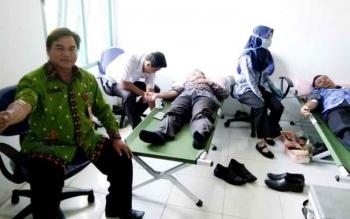 Tampak sejumlah peserta saat mengikuti aksi donor darah PMI Lamandau