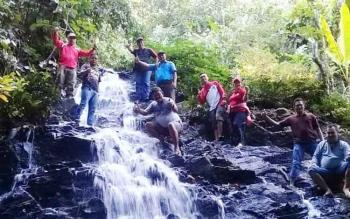 Air terjun di Desa Tumbang Lapan, Kecamatan Kahayan Hulu Utara, Kabupaten Gunung Mas