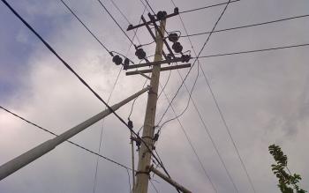 Salah satu jaringan PLN di Desa Kayumban, Kecamatan Gunung Bintang Awai