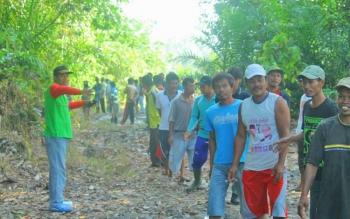 Trampak warga Sematu Jaya turut serta melakukan pencarian nenek Lumu yang dinyatakan hilang selama lima hari.