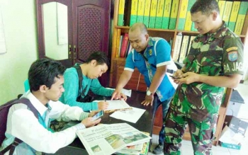Sejumlah wartawan mendaftarkan nama untuk pembuatan ID Card peliputan rencana kedatangan RI-2, Jusuf Kalla