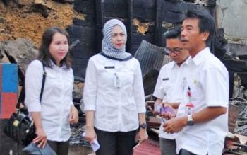 Kepala Dinsos PMD Barito Utara, Sugianto P Putra bersama camat Teweh Tengah, everiady Nor dan Lurah Melayu, Regina Lestya
