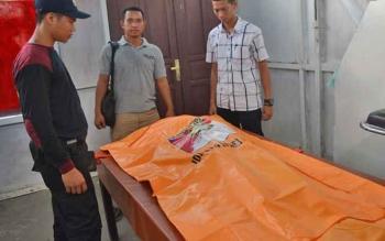 Jasad Anggi Lestari saat berada di kamar mayat RSUD Muara Teweh, Jumat (21/4/2017)