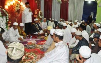 Bupati Kapuas Ben Brahim S Bahat memberikan sambutan saat peringatan Isra Miraj di Musola Nurul Iman, Sabtu (22/4/2017) sore