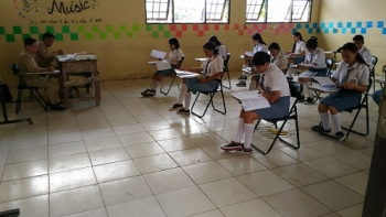 Para pelajar di Gunung Mas mengikuti ujian nasional beberapa waktu lalu