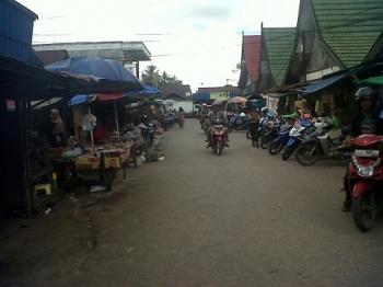 Suasana Pasar Kereng Pangi, Kabupaten Katingan sepi pengunjung, Sabtu (22/4/2017)\r\n