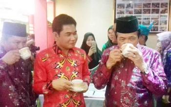 Ketua DPRD Kotim Jhon Krisli, saat mengunjungi stand pameran Sampit Expo.