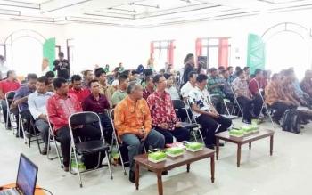 Beberapa kepala SKPD Pemkab Seruyan diikuti puluhan kepala desa di Seruyan saat mengikuti kegiatan sosialisasi program E-Desa dan smart city yang digelar di Penbuang Hulu, belum lama ini.