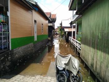 Banjir menggenangi Gg Paraguai, Kelurahan Melayu, Kecamatan Teweh Tengah, Kabupaten Barito Utara, Selasa (25/4/2017).