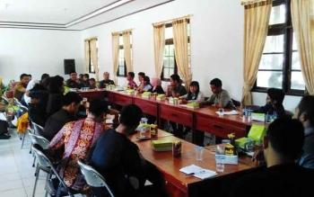 Pertemuan DPRD dengan mahasiswa Pulang Pisau yang kuliah di Palangka Raya dan Banjarmasin di aula Kantor DPRD, Selasa (25/4/2017).
