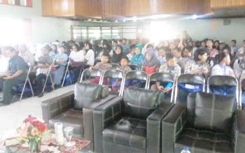 Puluhan peserta sebagian besar siswa SMP dan SMA se Kecamatan Katingan Hilir tampak sabar menunggu acara Safari Gemar Membaca di Hotel Katingan, Kasongan, Rabu (26/4/2017).