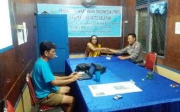 Kanit Patroli Sat Shabara Polres Barsel, Aiptu Dadang SN saat patroli mengunjungi kantor PWI