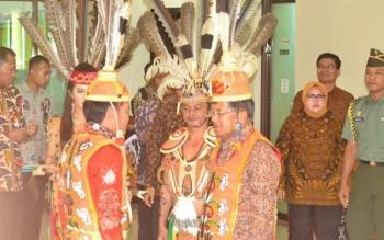 Wakil Presiden, Jusuf Kalla dianugerahi gelar adat Dayak, Rabu (26/4/2017)