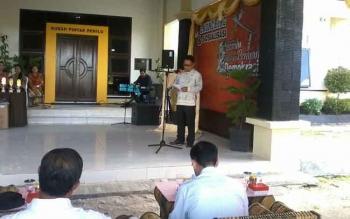 Ketua KPU Katingan Sapta Tjita menyampaikan sambutan pada launching rumah pintar Kaleka Penyang Demokrasi, Rabu (26/4/2017)
