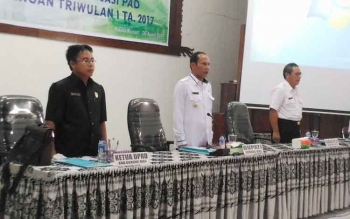 Pembukaan Rapat Evaluasi Realisasi Keuangan Fisik dan Realisasi PAD Triwulan I Tahun 2017 di Aula Kantor BP3D Kabupaten Gunung Mas, Rabu (264/4/2017).