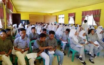 Siswa SMKN 1 Sukamara saat mengikuti kegiatan Work Shop Jurnalis Siswa di uala SMK.