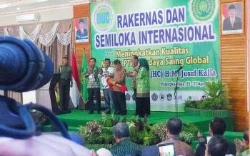 Wakil Presiden Jusuf Kalla membuka Rakernas Badan Kerja Sama Perguruan Tinggi Islam Swasta di Universitas Muhammadiyah Palangka Raya, Rabu (26/4/2017).