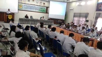 Bupati Gunung Mas Arton S Dohong menyampaikan sambutan pada pembukaan Rapat Koordinasi Evaluasi Realisasi Keuangan dan Fisik serta PAD Sampai Dengam Triwulan I Tahun Anggaran 2017, Rabu (26/4/2017).\r\n\r\n