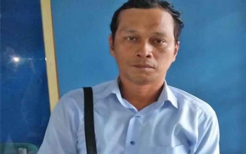 Hayan (41) wartawan tabloid yang melaporkan oknum pengacara berinisial Su di Pangadilan Negeri Pangkalan Bun atas dugaan kasus pelecehan terhadap istrinya sendiri.